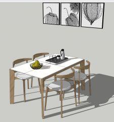 4つの椅子と3つの写真の装飾skpが付いているダイニングテーブル